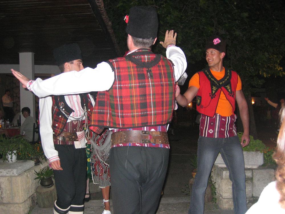 Bulgar halk oyunları gösterisi