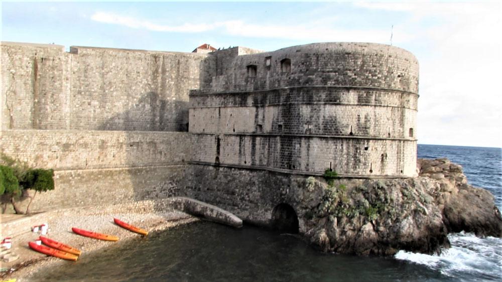 Dubrovnik Kalesi'nin burçlarından biri
