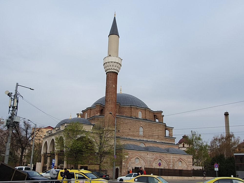 Sofya'da ibadete açık tek cami Banyabaşı Camii