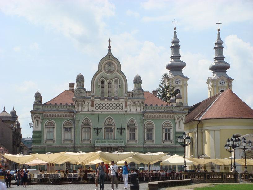 Birlik Meydanı'nda Ortodoks Piskoposluk Sarayı ve yanında  Sırp Ortodoks Kilisesi