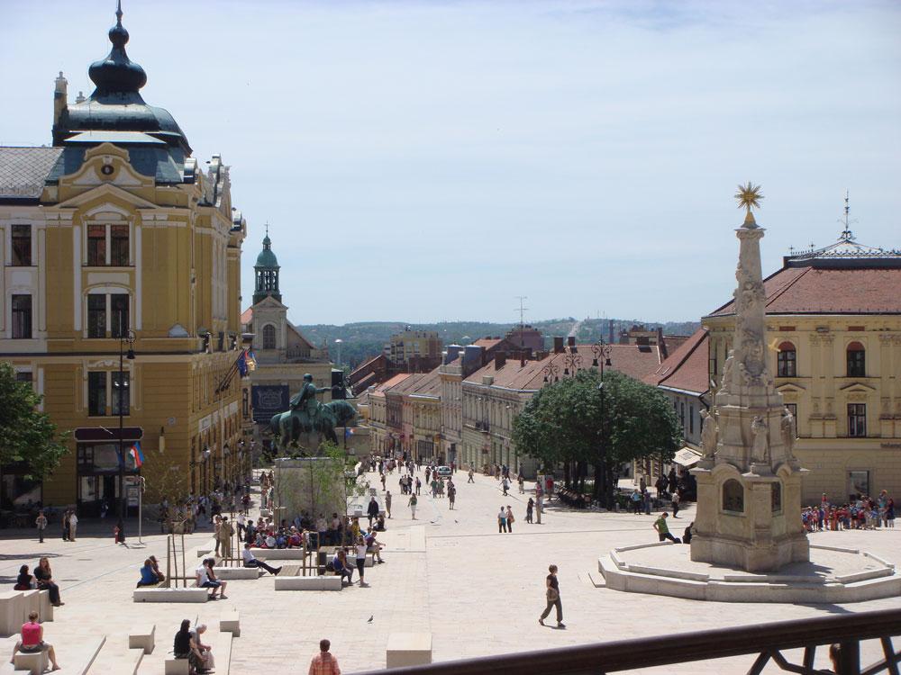 Peç'in merkezindeki Szchényi Meydanı