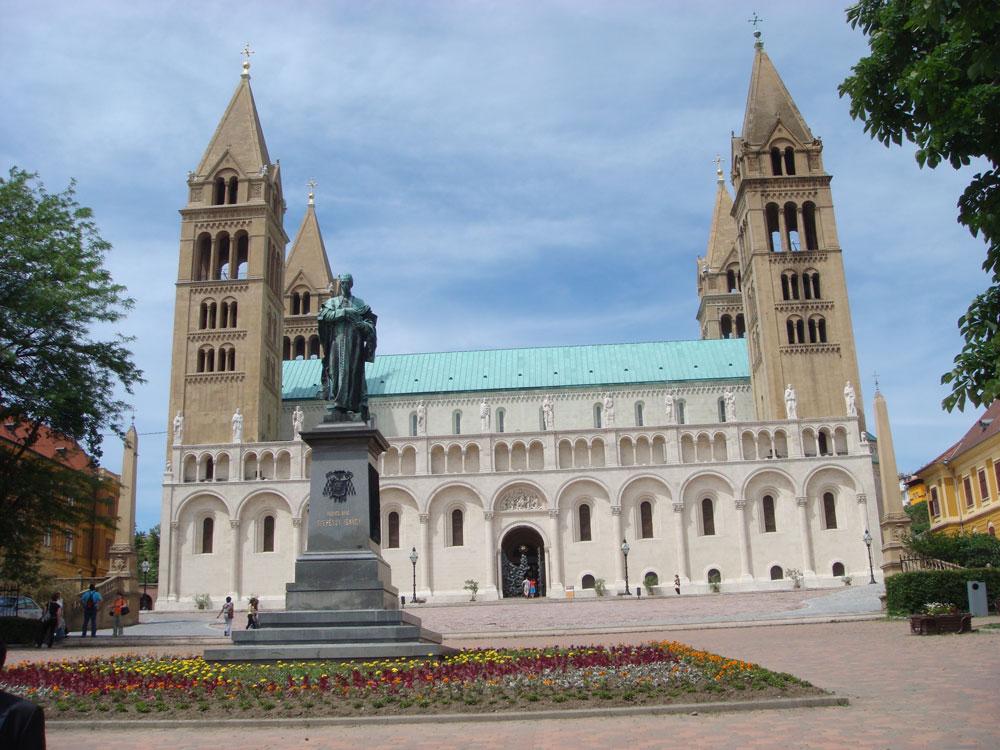 Peç Katedrali