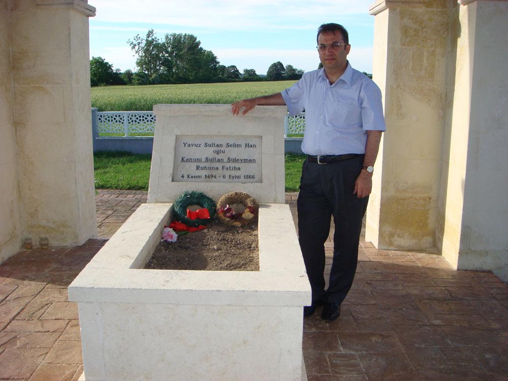 Kanuni'nin sembolik mezarı