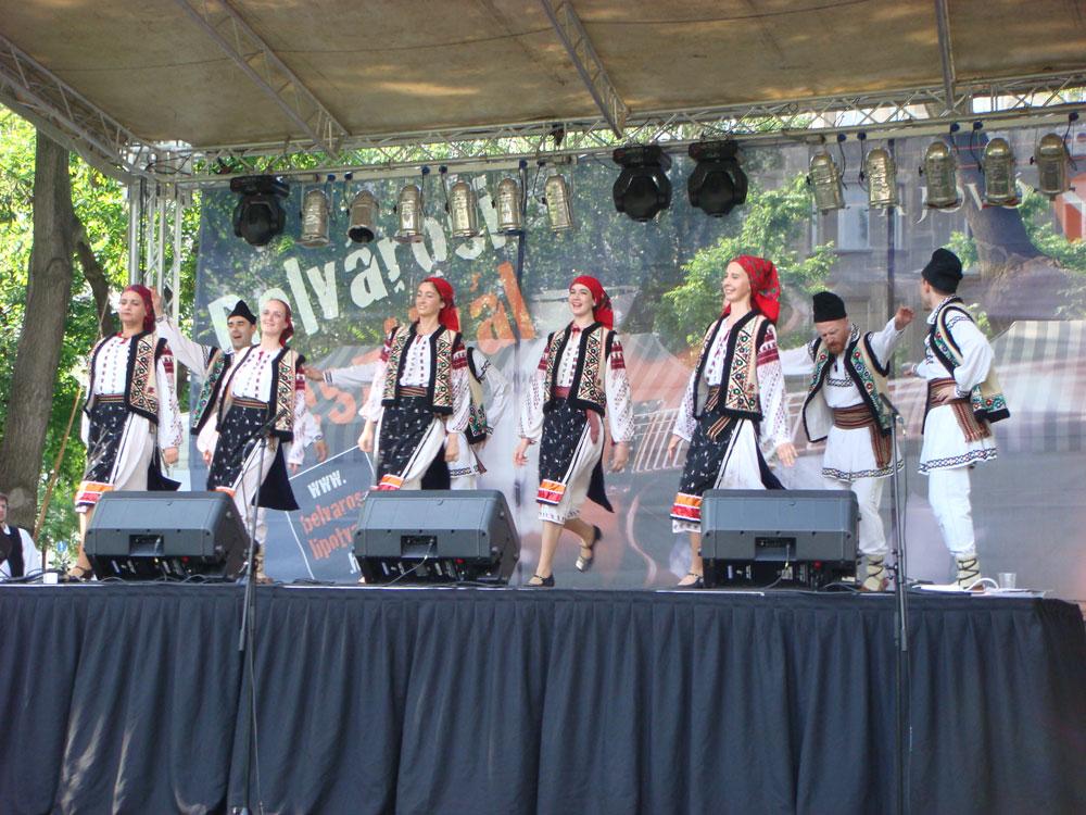 Macar halk dansı gösterisi