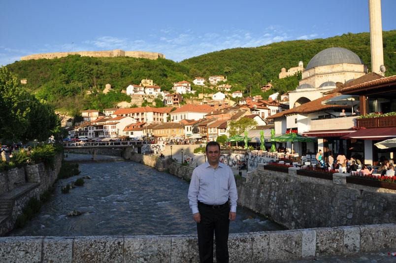 Prizren manzarası. Tepede Prizren Kalesi.