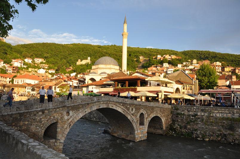 Prizren'in meşhur Taş Köprüsü ve Sinan Paşa Camii