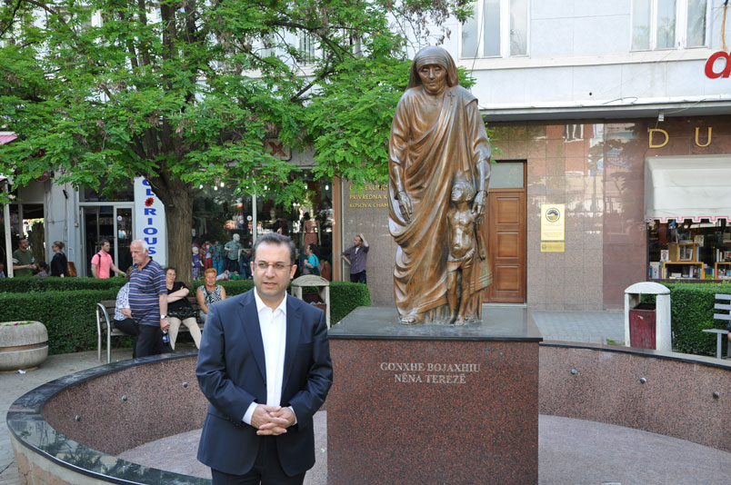 Rahibe Teresa heykelinde