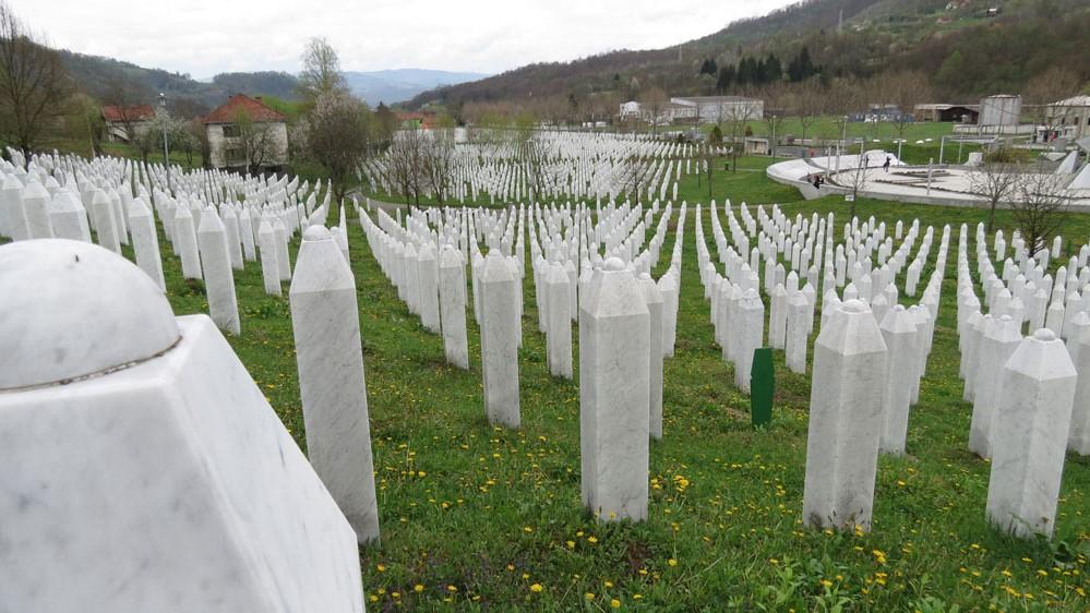 Srebrenitsa Şehitliği