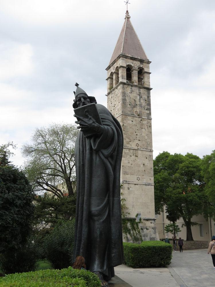 Grgur Ninski adlı papaz ve çan kulesi