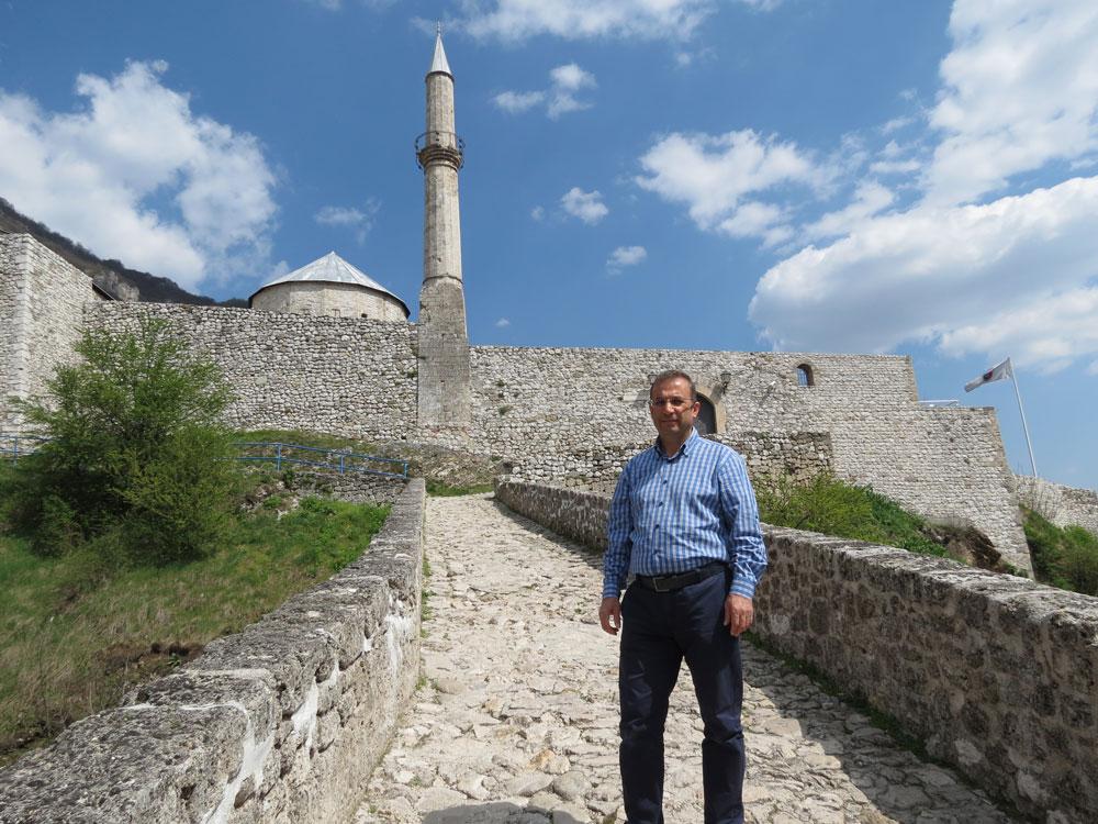 Travnik Kalesi'nin girişi
