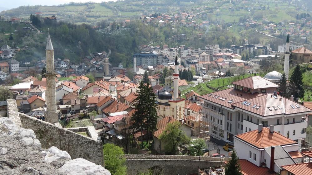 Travnik Kalesi'nden şehir manzarası