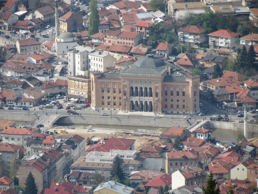 Saraybosna'da Milli Kütüphane ve Civarı