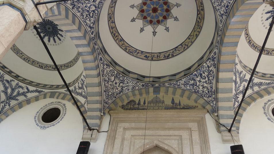 Fatih Camii'nin girişindeki süslemeler