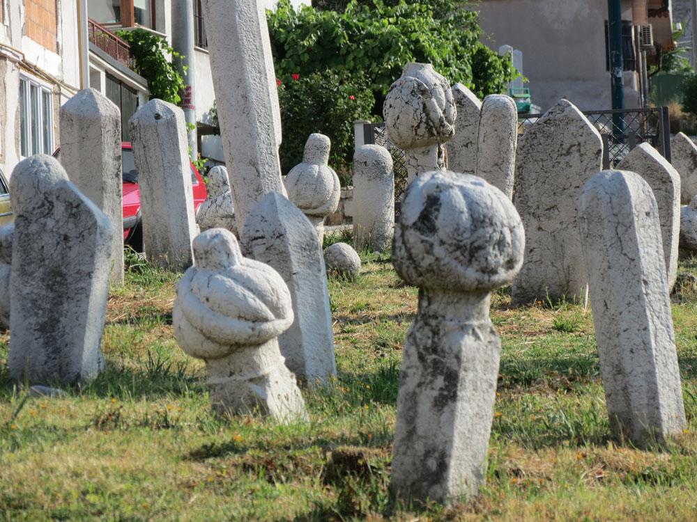 Kovaçi Şehitliği'nde Osmanlı mezar taşları
