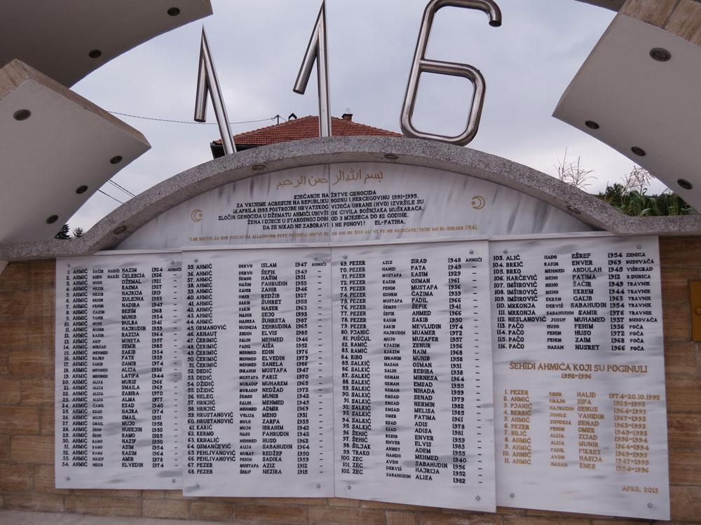 Ahmici şehitlerinin anısına dikilen anıt