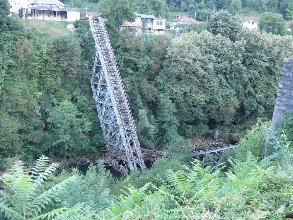 Jablanica'daki yıkık köprü