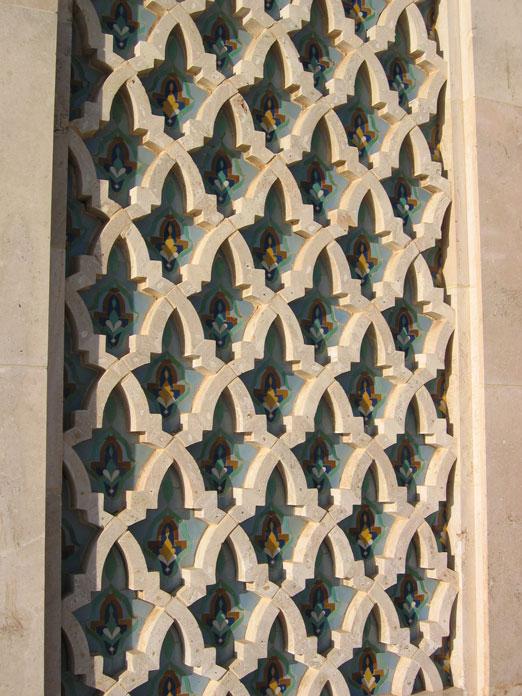 Caminin duvarındaki süslemeler