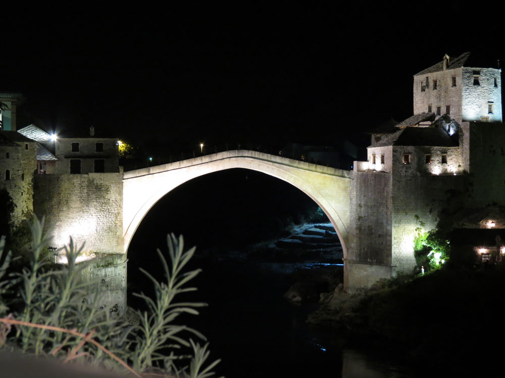 Mostar Köprüsü gece bir başka güzel...