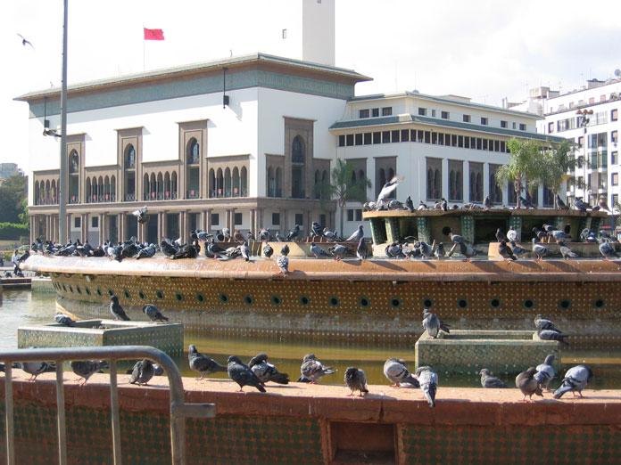 V. Muhammed Meydanı ve arka planda Bölge Valiliği