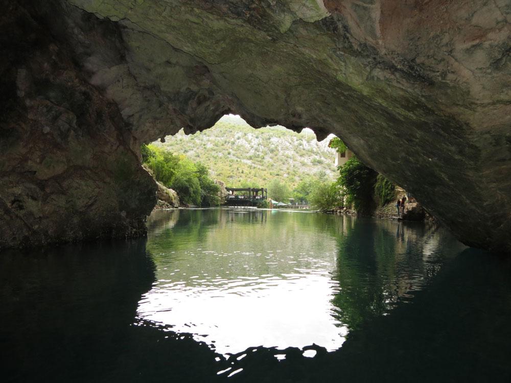 Mağaranın içinden manzara
