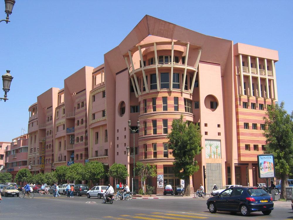 Eski ya da yeni bütün binalar aynı renk...