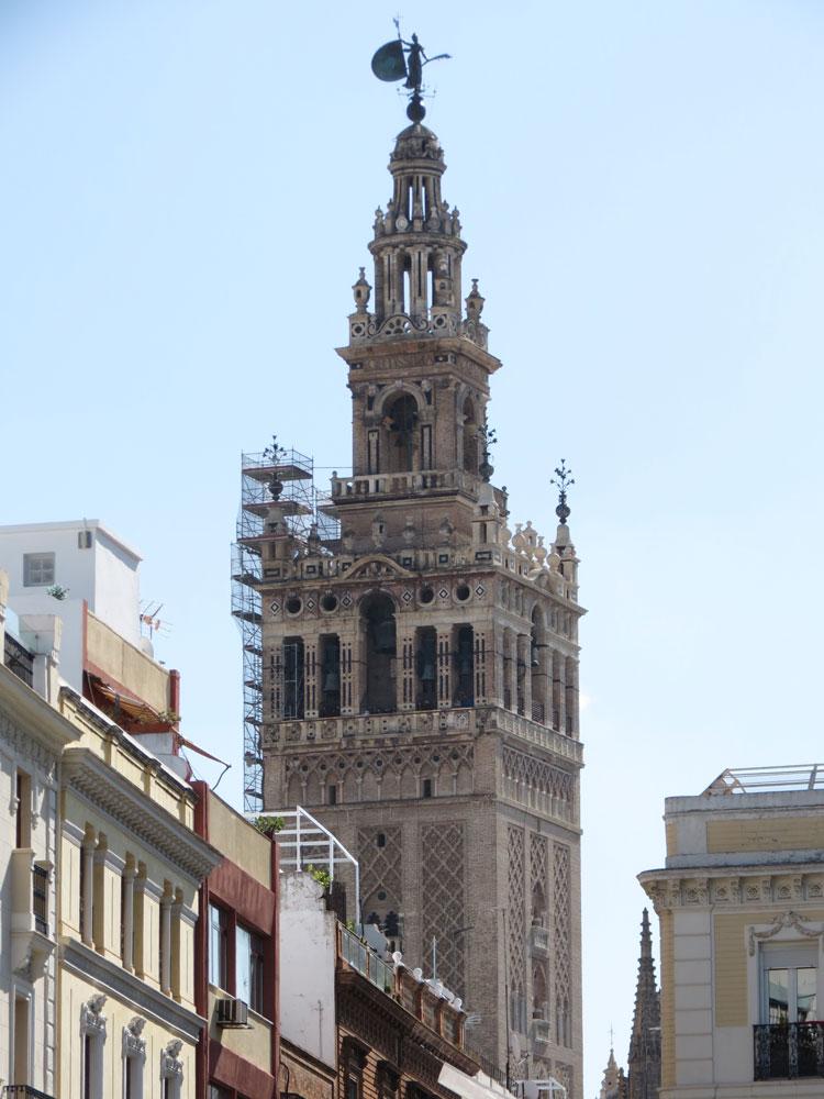 Minare iken Katedral'in çan kulesine çevrilen Giralda