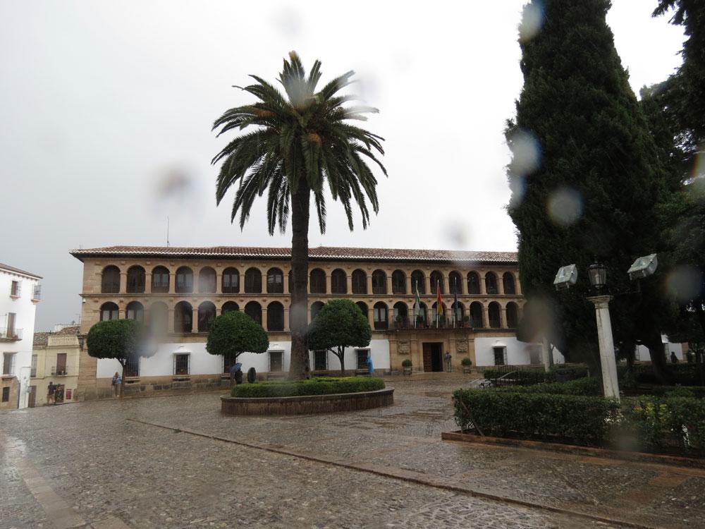 Yağmur altında Ronda şehir merkezi