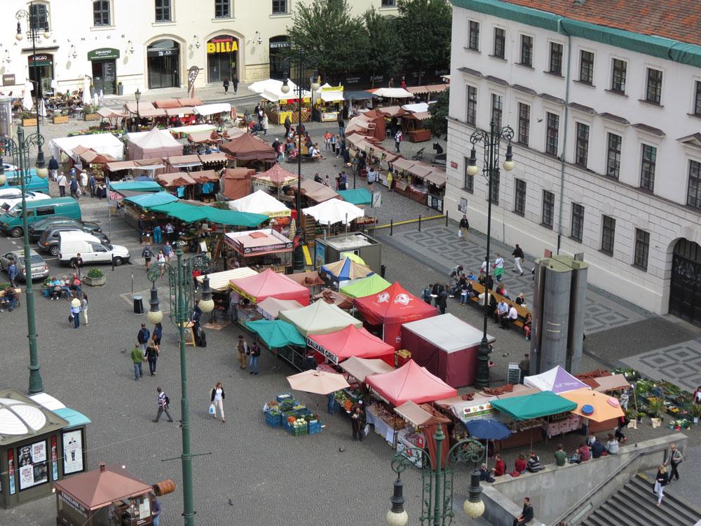 Prag'da bir pazar yeri