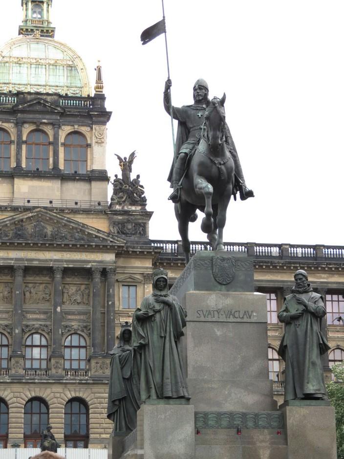 Bohemya Dükü Wenceslas'ın (Vaclav) heykeli