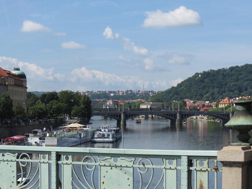 Prag'ın ortasından geçen Vltava Nehri