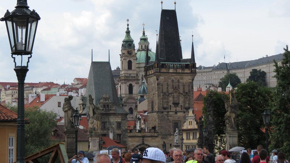 Karl Köprüsü üzerinden Prag'ın Küçük Şehir bölgesi