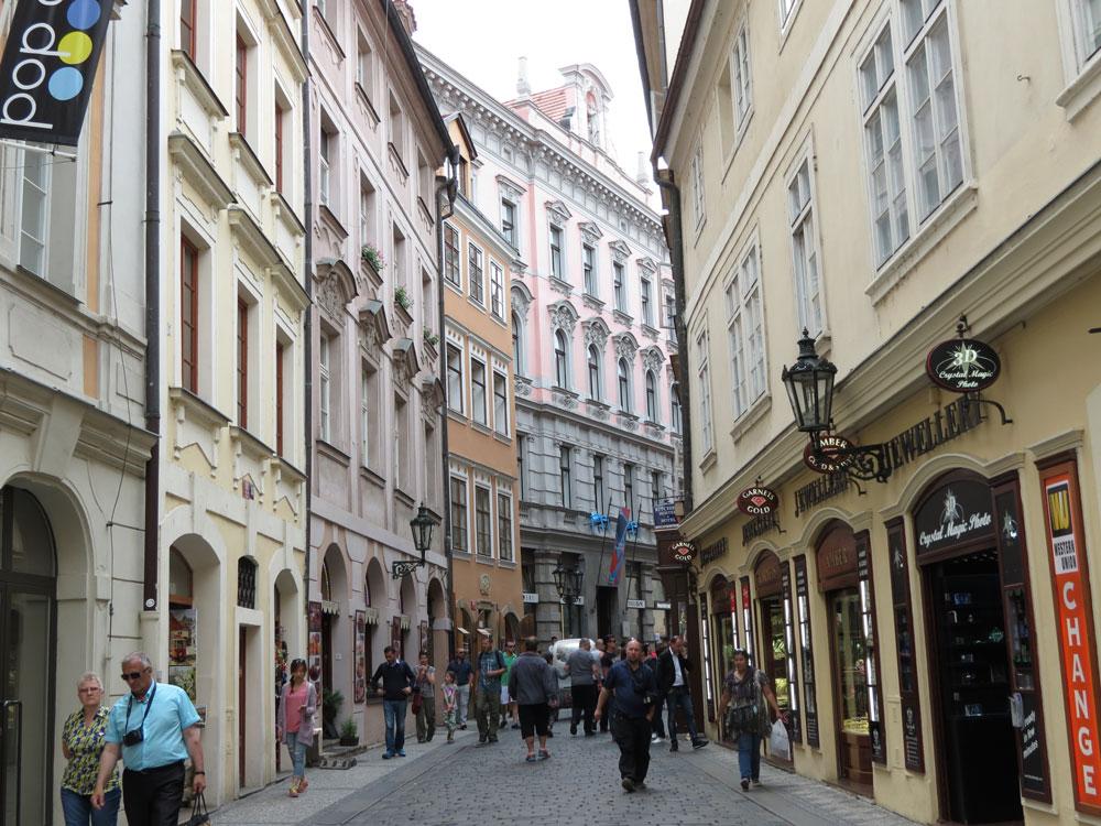 Tarihi Prag sokakları