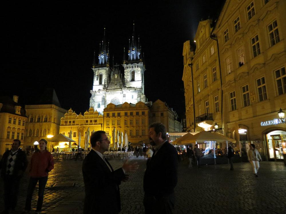 Eski Şehir Meydanı'nda hararetli gece mesaimiz