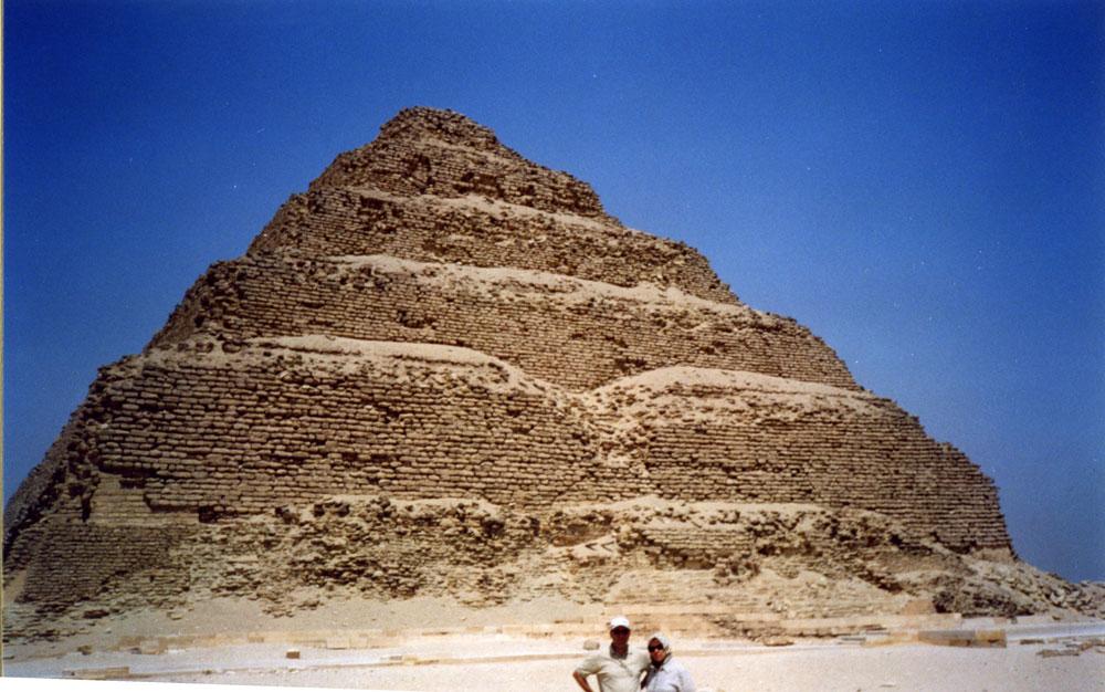 Sakkara bölgesindeki Basamaklı Piramit