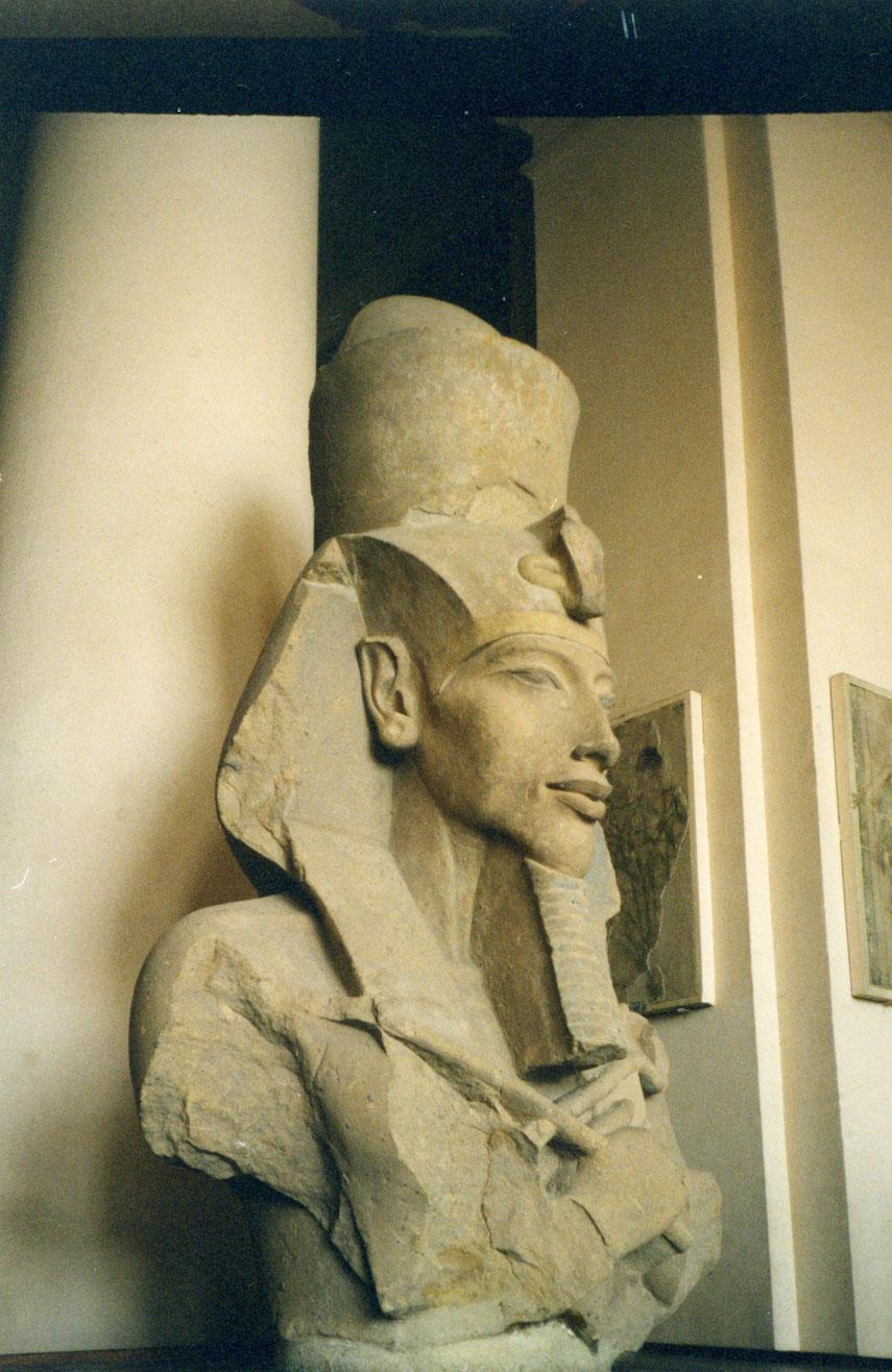 Mısır Müzesi'ndeki firavun büstlerinden biri