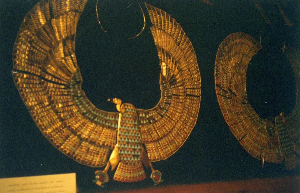 Mısır Müzesi'nde firavunlara ait takılar