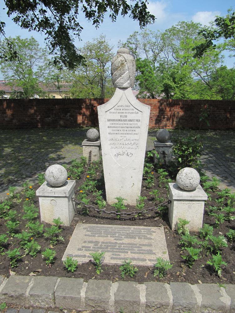 Arnavut Abdi İbrahim Paşa'nın mezarı