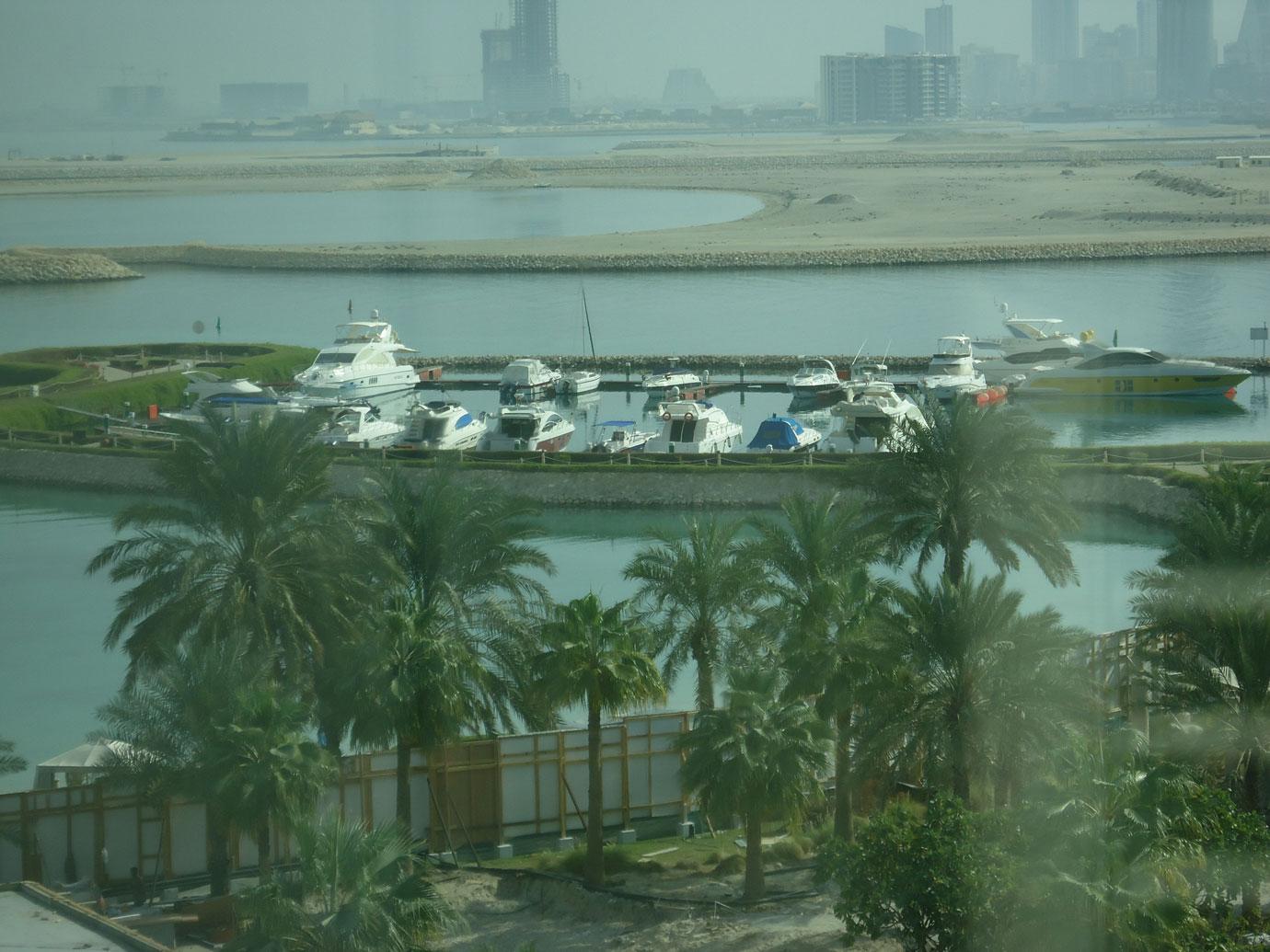 Manama'da deniz doldurularak elde edilen kıyı yapıları