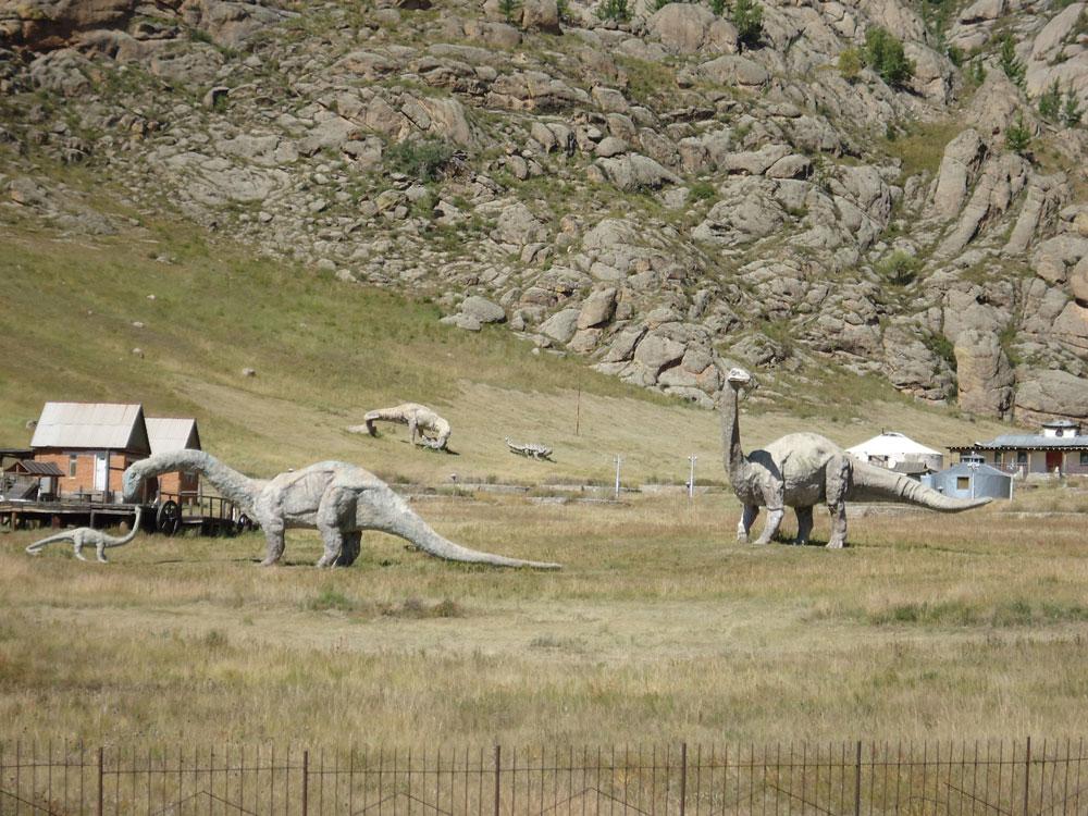 Gorkhi-Terelj Milli Parkı'nda dinozor heykelleri