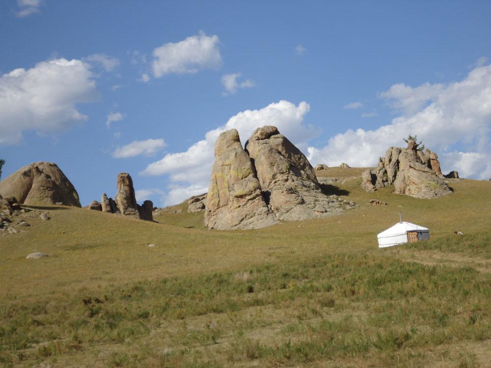 Kırsal bölgede ilginç kaya oluşumları