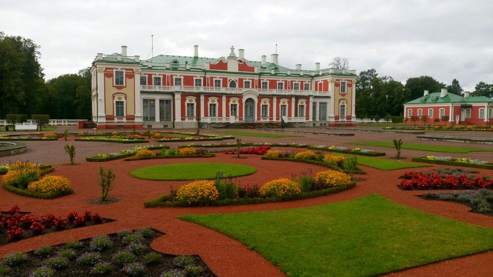 Devasa bahçeler içerisinde Kadriorg Sarayı