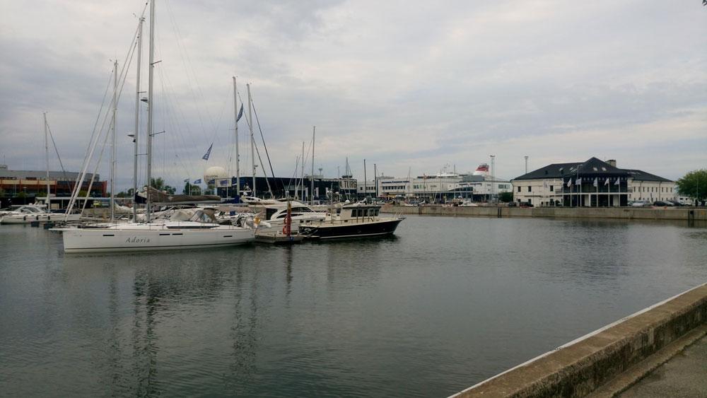 Tallin Limanı'nda yatlar
