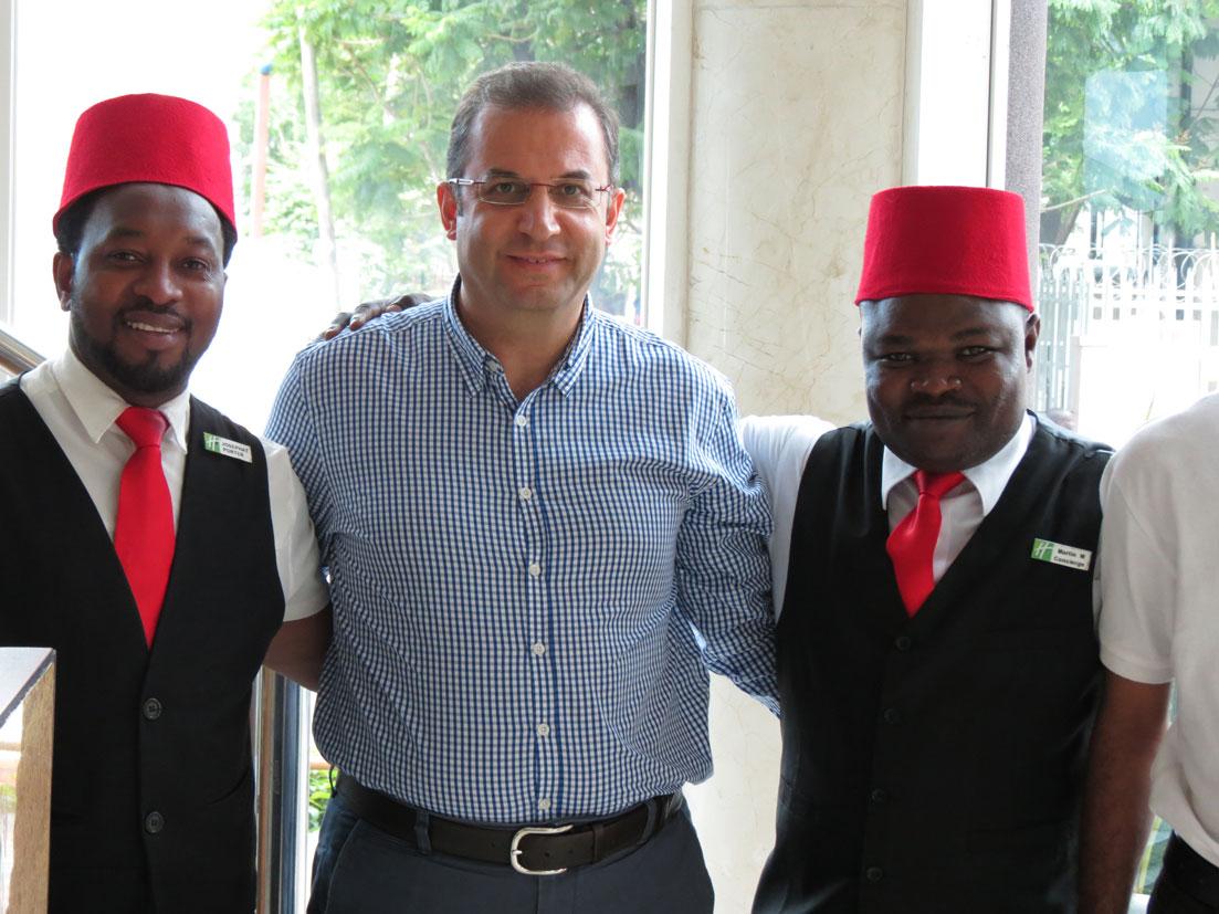 Otel personelinin neden Osmanlı fesi giydiğini anlayamadık...