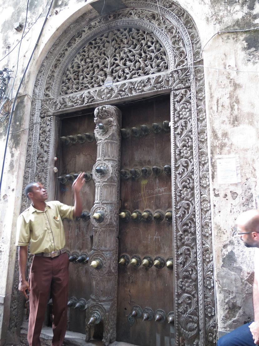 "Hint usulü bir kapı. ""Filsavar""lara dikkat..."