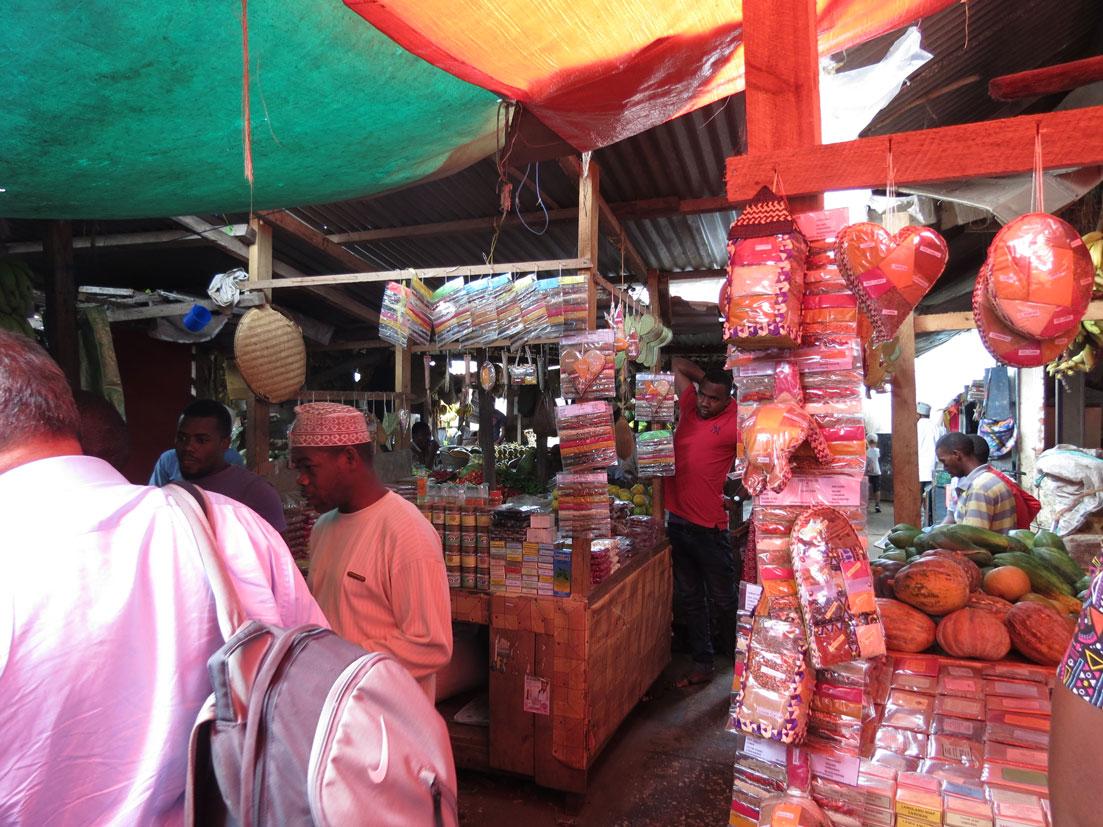 Baharat diyarı Zanzibar'da bir baharat dükkanı