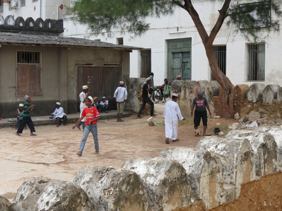 Ders arasındaki okul çocukları