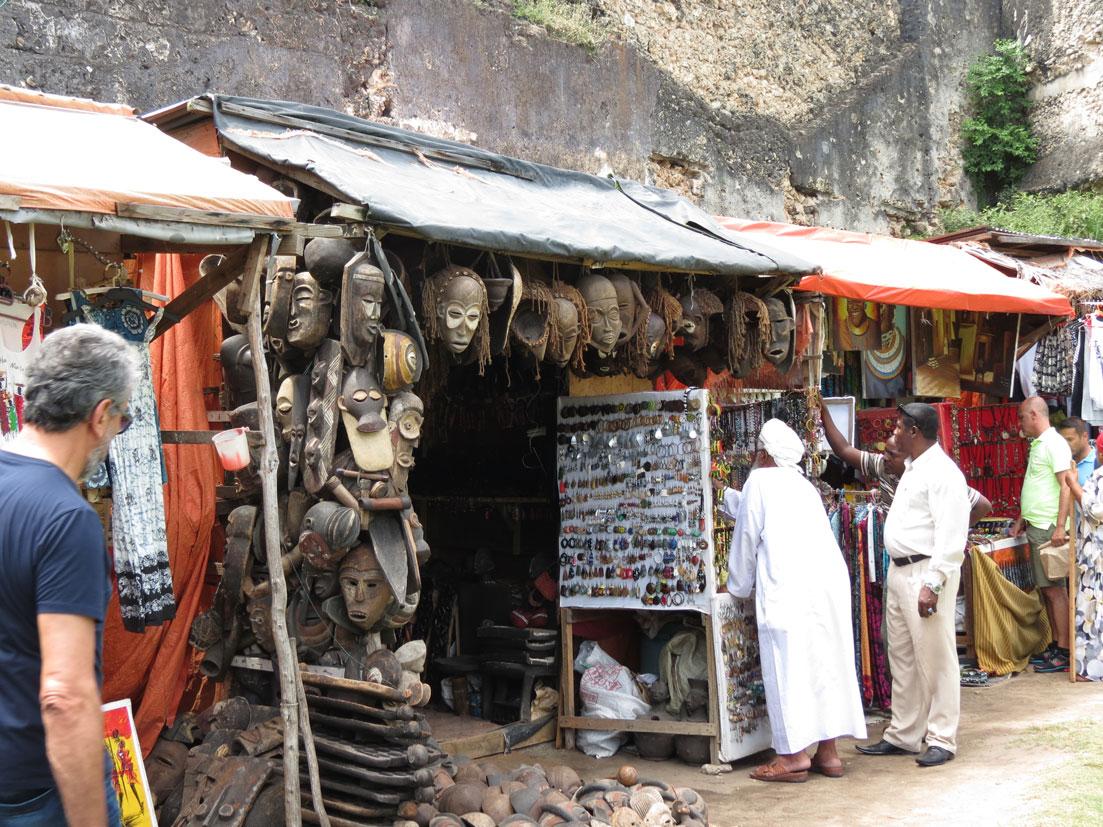 Arap Kalesi içerisinde hediyelik eşya dükkanları