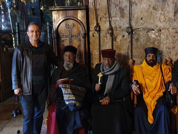 Hıristiyanlarca Hz. Meryem'in mezarının bulunduğuna inanılan kilisede Etiyopyalı rahiplerle...