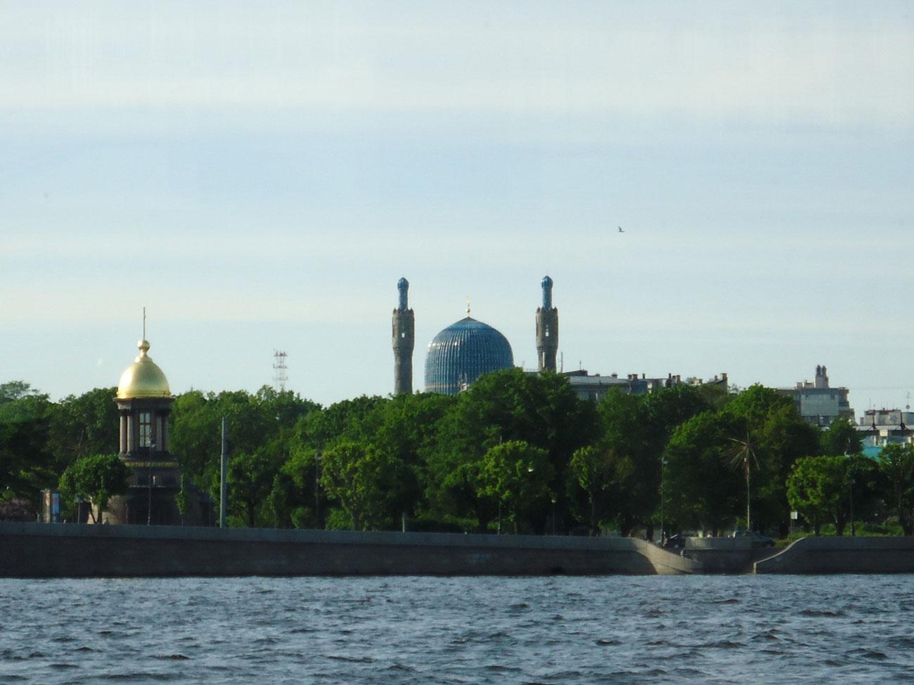 St. Petersburg Merkez Camii 1913'ten beri ibadete açık