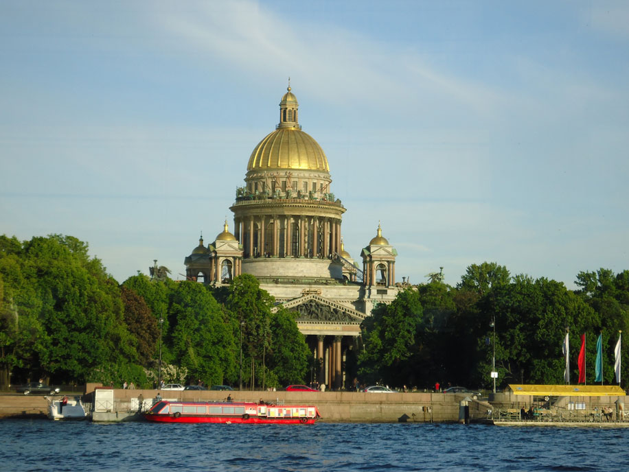 Neva Nehri'nden Aziz İshak Katedrali